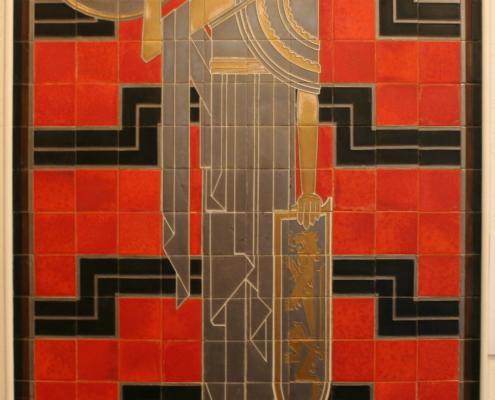 foto van het paneel 'Minerva' of 'Athena' in het Gilliot & Roelants Tegelmuseum